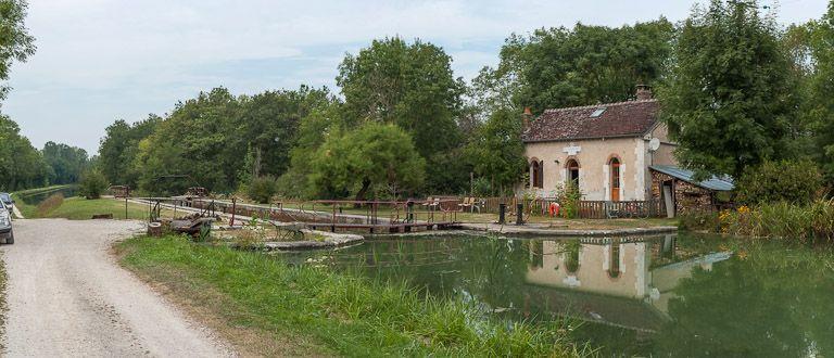 site de l'écluse 102 du versant Yonne, dite de Villiers-Vineux (canal de Bourgogne)