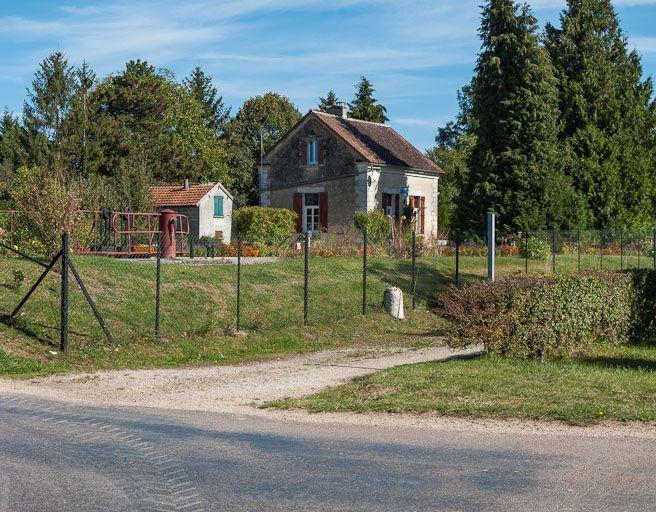 site de l'écluse 106-107 du versant Yonne, dite de Germigny (canal de Bourgogne) ; borne kilométrique (canal de Bourgogne)