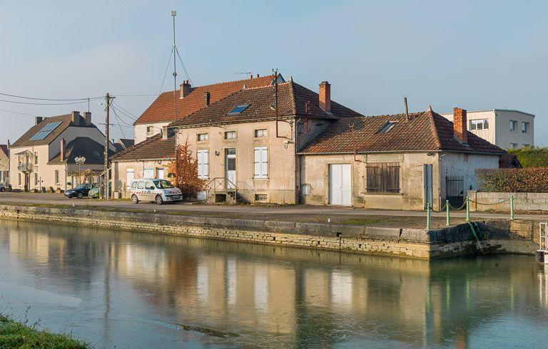 Maison de garde et du toueur (canal de Bourgogne)