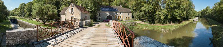 Pont sur l'écluse 44 du versant Seine, dite de Chantenot (canal du Nivernais)