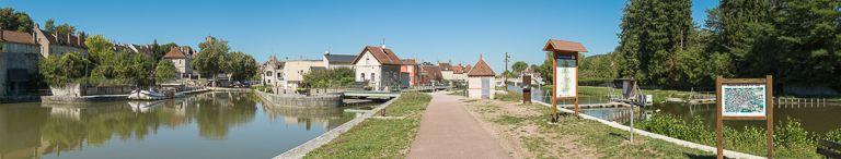 avenue de la République ; gare d'eau des Jeux ; gare d'eau de Saint-Roch ; ancien bief 47 S du canal du Nivernais (canal du Nivernais) ; site de l'écluse 47 du versant Seine, dite de Clamecy (canal du Nivernais)