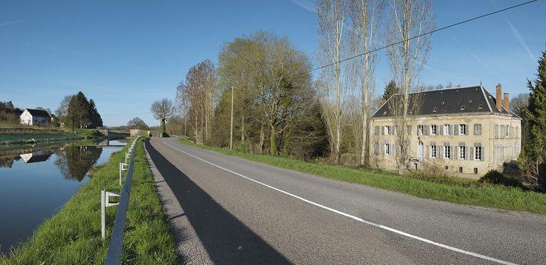 château de la Motte ; verrerie de la Motte ; usine de préparation de produit minéral (activités liées au canal du Centre)