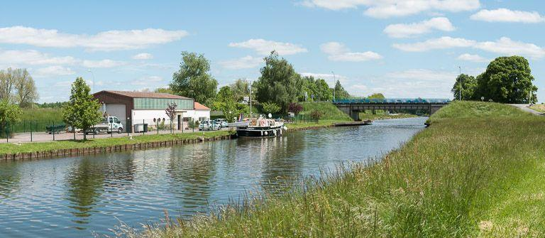 pont routier isolé (canal du Centre)