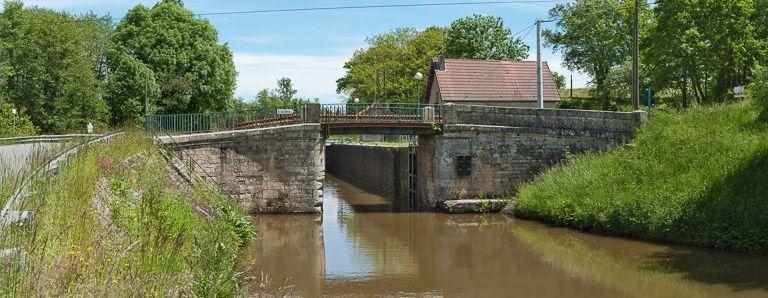 Pont routier sur l'écluse 07, dite de la Roche ou de Saint-Gelin (canal du Centre)
