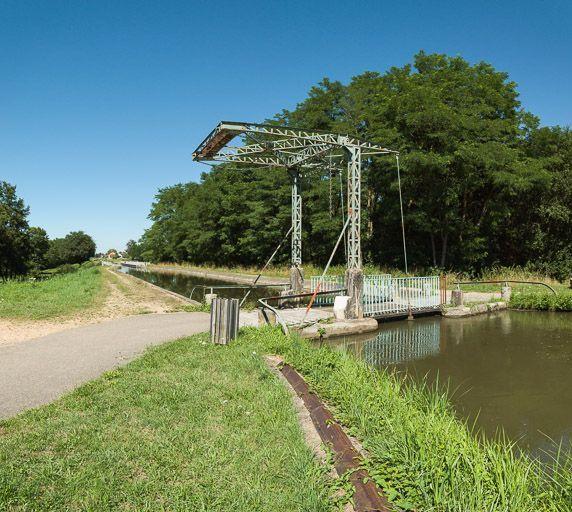 Rigole d'alimentation navigable de l'Arroux (canal du Centre)