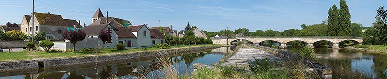 pont routier isolé d'Accolay (canal du Nivernais)