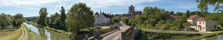 église paroissiale de Notre-Dame (paysages du canal du Nivernais) ; pont routier isolé de Lucy-sur-Yonne (canal du Nivernais)