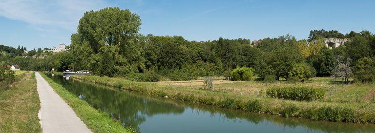 village de Mailly-le-Château (paysages du canal du Nivernais)