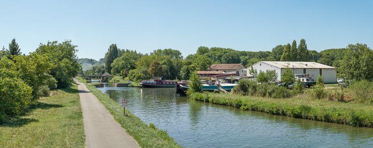 port de Mailly-la-Ville ; gare d'eau (canal du Nivernais)