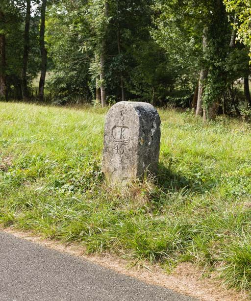 borne kilométrique (canal de Bourgogne)