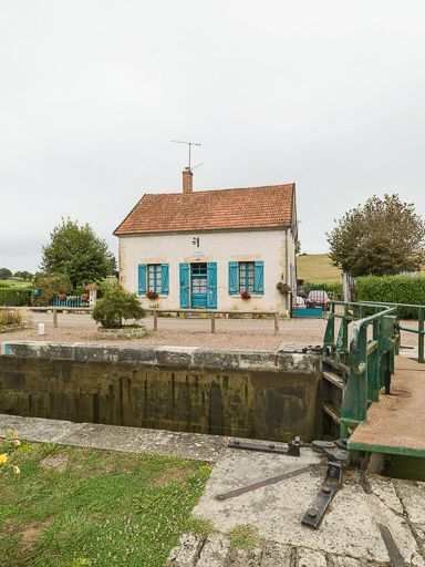 Site de l'écluse 27 du versant Loire, dite du Moulin d'Isenay (canal du Nivernais)