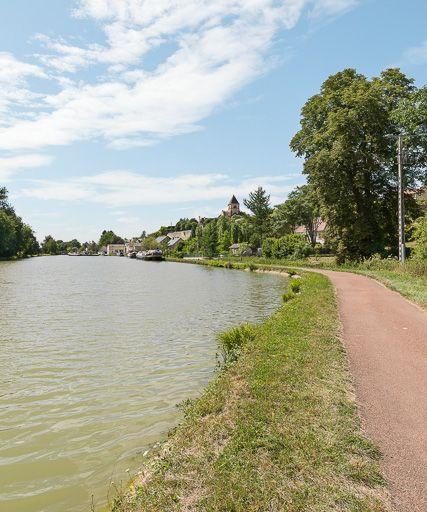 port de Cercy-la-Tour ; gare d'eau ; gare de Cotincey (canal du Nivernais)