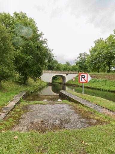 pont routier des Poujats (canal du Nivernais)