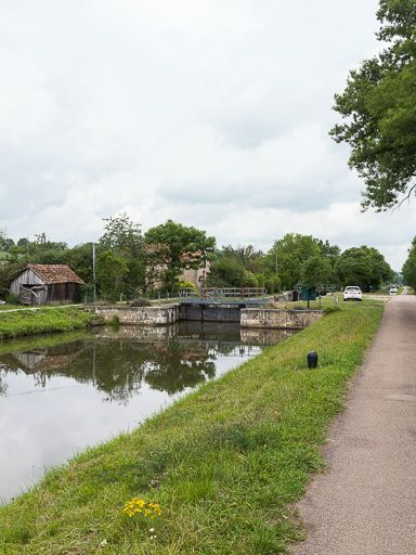 site de l'écluse 25 et 26 du versant Seine, dite Ecluse double d'Eugny (canal du Nivernais)