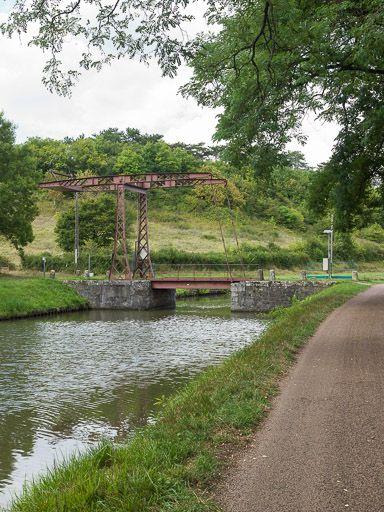 pont mobile ; pont-levis à flèches de Germenay (canal du Nivernais)