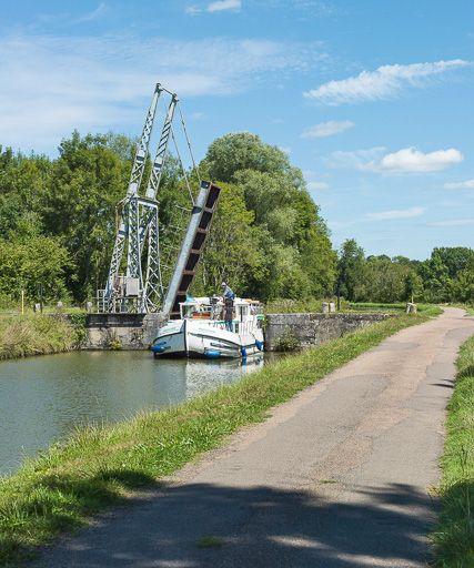 pont mobile ; pont-levis à flèches de Chazelles (canal du Nivernais)
