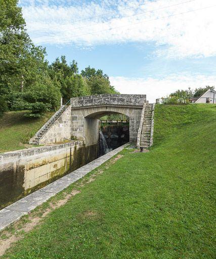 pont sur l'écluse 38 et 39 versant Seine, dite de Tannay (canal du Nivernais)