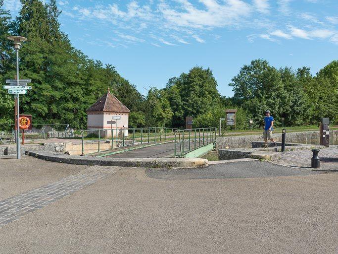pont mobile du site de l'écluse 47 du versant Seine, dite de Clamecy (canal du Nivernais)
