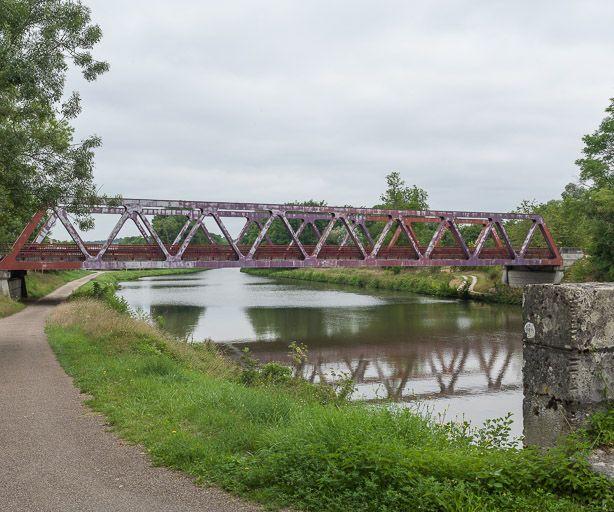 pont routier isolé (canal du Nivernais)