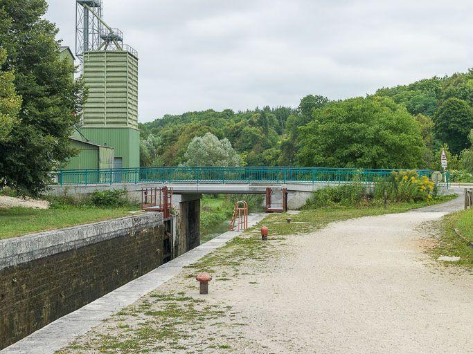 pont sur l'écluse 52, dite de Coulanges (canal du Nivernais)