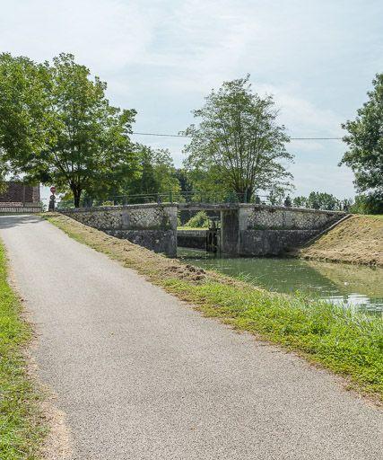 Pont routier sur l'écluse, dite de Magny (canal du Nivernais)