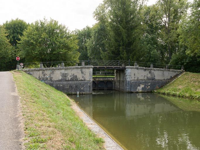 Pont sur l'écluse 65, dite de Sery (canal du Nivernais)