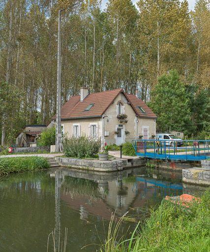 site de l'écluse 79, dite d'Augy (canal du Nivernais)