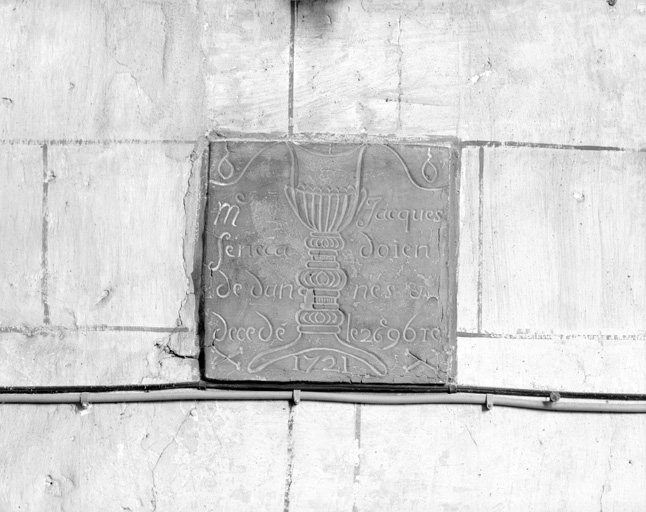 Plaque funéraire du doyen Jacques Senéca