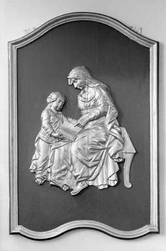 2 bas-reliefs (en pendant) : l'Annonciation, l'Education de la Vierge