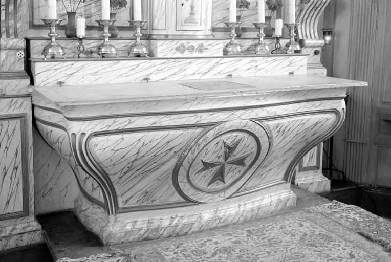 Retable, autel, lambris de revêtement, tabernacle