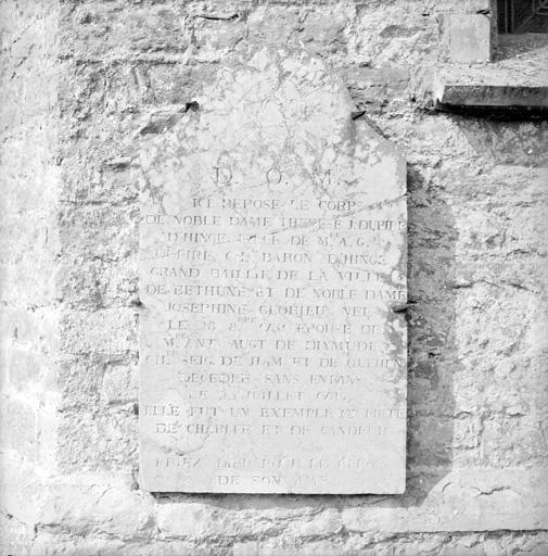 Dalle funéraire de Thérèse J. Dupire d'Hinge