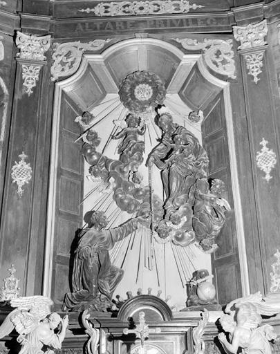 groupe sculpté : La Remise du Rosaire à saint Dominique
