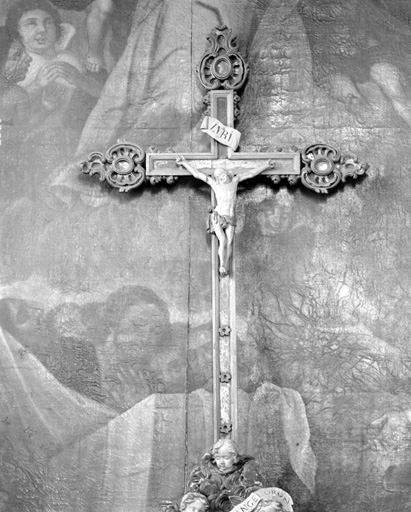 Croix d'autel, néo-rocaille