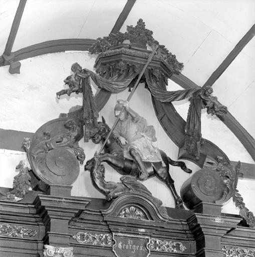 groupe sculpté (retable de saint Nicolas) : Saint Georges terrassant le dragon
