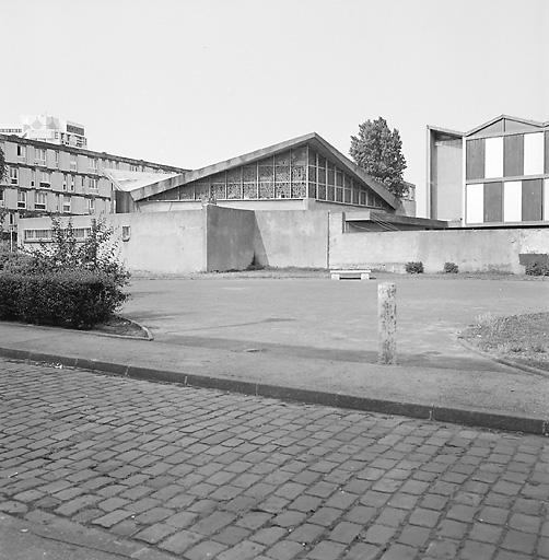 Chapelle, actuellement église paroissiale Saint-Jean-Baptiste