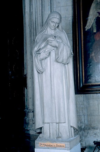 Statue : sainte Thérèse de Lisieux