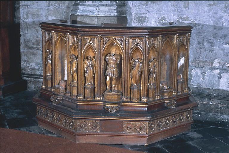 Chaire à prêcher de style néo-gothique