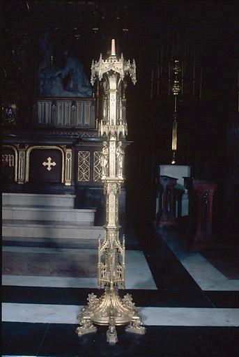 Paire de chandeliers d'église de style néo-gothique