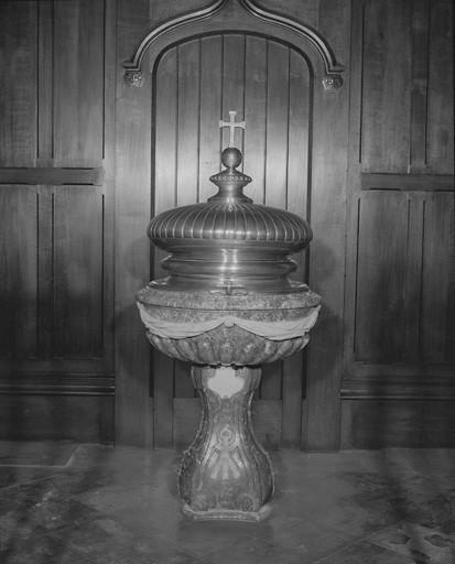 Fonts baptismaux avec couvercle