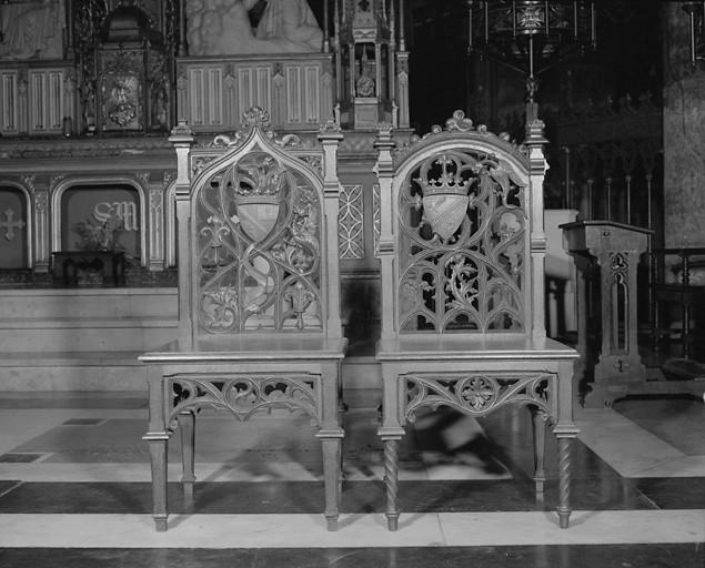 2 chaises d'église de style néo-gothique
