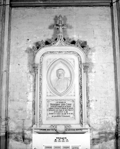Monument commémoratif de Monseigneur Jules Lasne