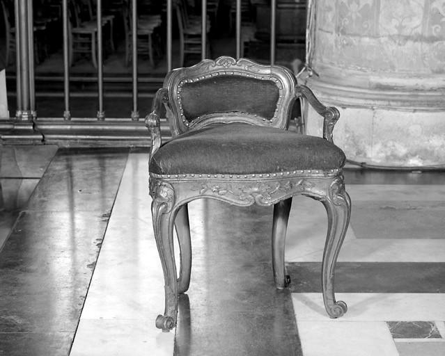 Fauteuil de célébrant, 2 chaises de célébrant