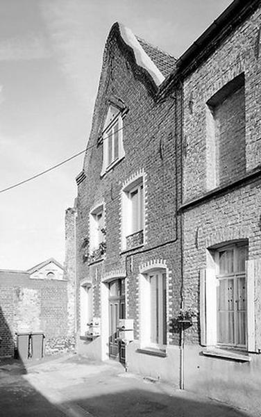 Ensemble de 2 maisons jumelles (ensemble d'édifices derrière façade)