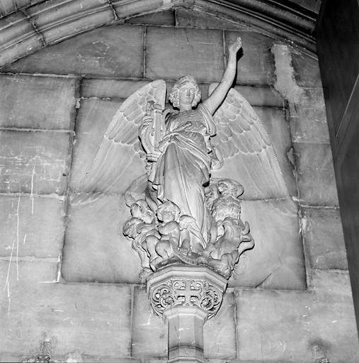 6 statues : Cinq anges et saint Michel