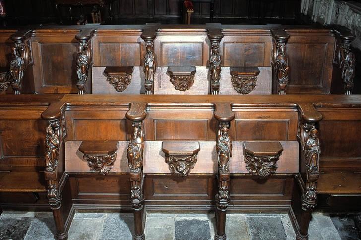 Stalles de style néo-gothique (ensemble du décor de choeur de style néo-gothique)