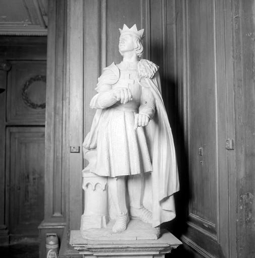 2 statues : saint Maurice et saint Louis