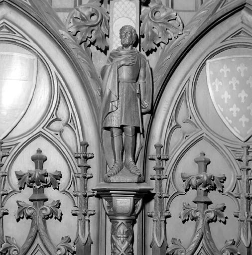 Lambris de demi-revêtement de style néo-gothique (ensemble du décor de choeur de style néo-gothique)