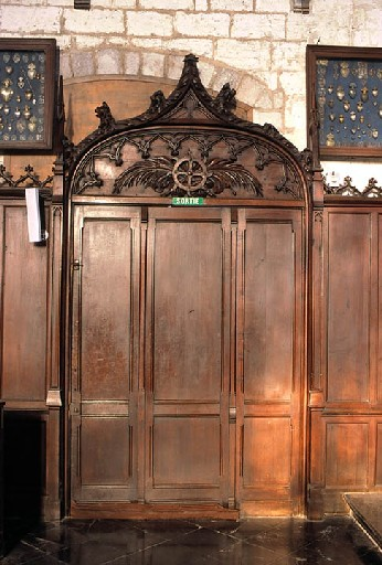 Lambris de demi-revêtement de style néo-gothique