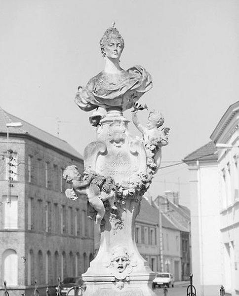 Monument commémoratif de la tragédienne Hippolyte Clairon, dit monument de la Clairon