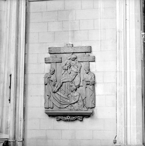 2 bas-reliefs : l'Adoration des bergers et la Descente de Croix (ensemble de l'autel de la Vierge)
